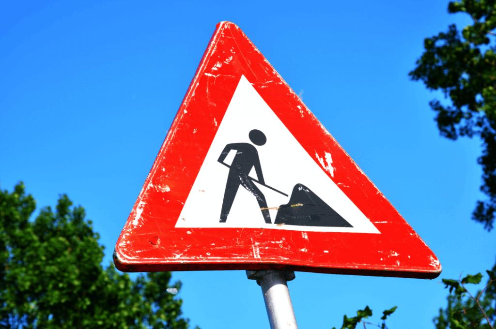 Panneaux de signalisation travaux